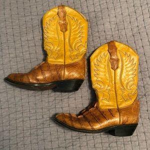 Vintage D'emanuel's alligator & leather boot 😍